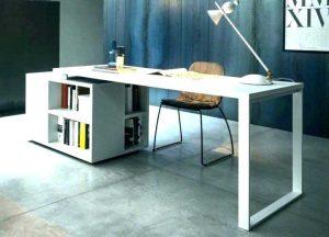 میز اداری خوب نه خیلی کوچک نه خیلی بزرگ است