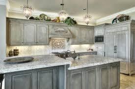 در کابینت آشپزخانه مدل آشفته